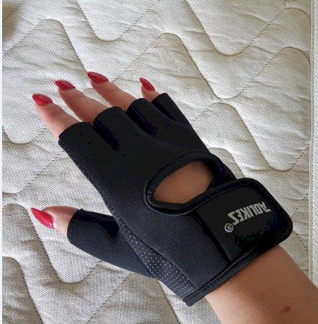 Предлагам черни фитнес ръкавици